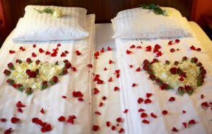 1 kuschelwochenende im romantikhotel oder romantisch zu for Hotelzimmer deko